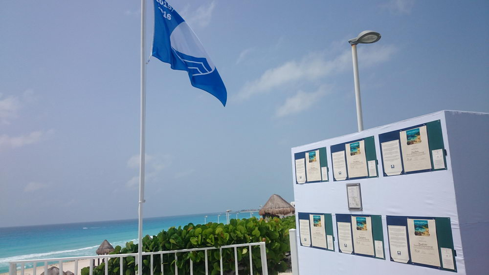 Playa Delfines Cancún Blue Flag