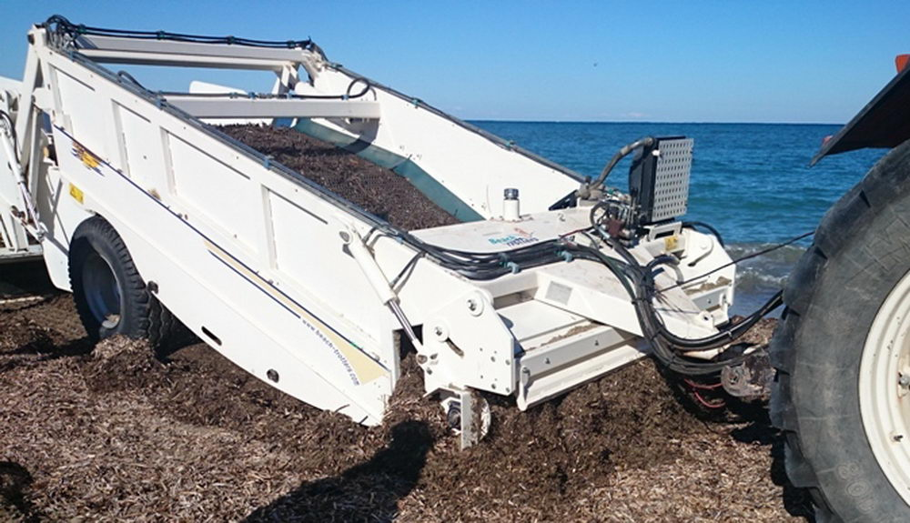 """Scarbat"" is a new beach machine for picking up the sargassum"